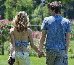 Romantic couple in Retiro park