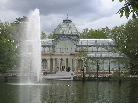 The glass palace in the center of the park
