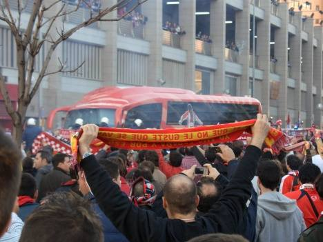 Atletico Madrid fans welcoming the team