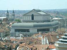 The Madrid royal opera house with the Palace and Almudena in the background.
